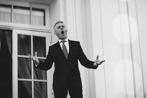 Maciej Gallas singing